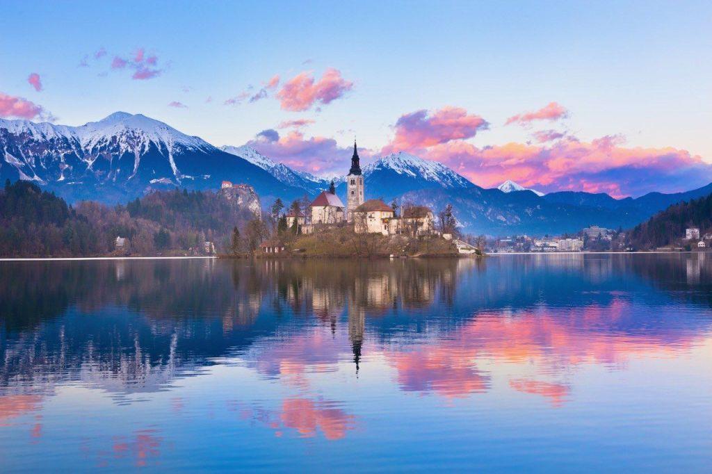 nuvole riflesse sul lago di bled